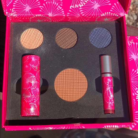 Mary Kay Other - NWT MARY KAY DOWNTOWN DAZZEL COLOR COLLECTION
